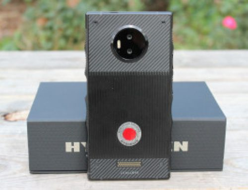 Unboxing the first holographic smartphone, the RED Hydrogen One