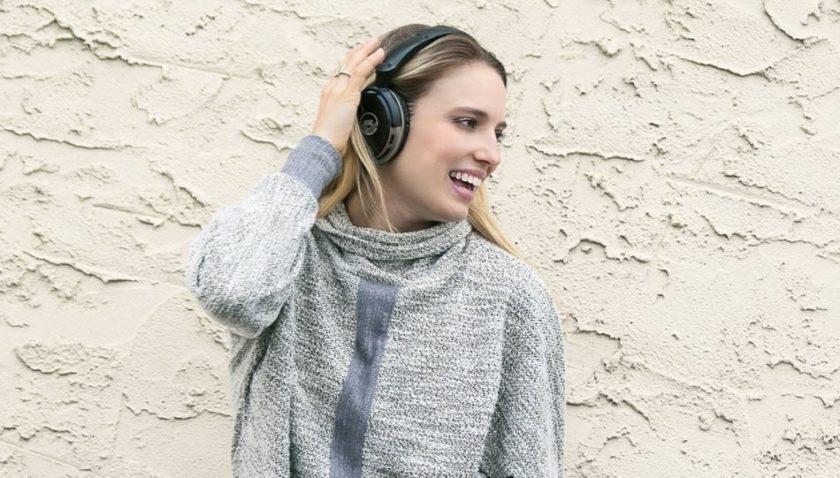 T7 Blast Noise-Cancelling Headphones