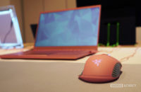 Razer Blade Stealth 15 in Quartz Pink with mouse