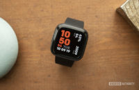 fitbit versa 2 review display watch face 1