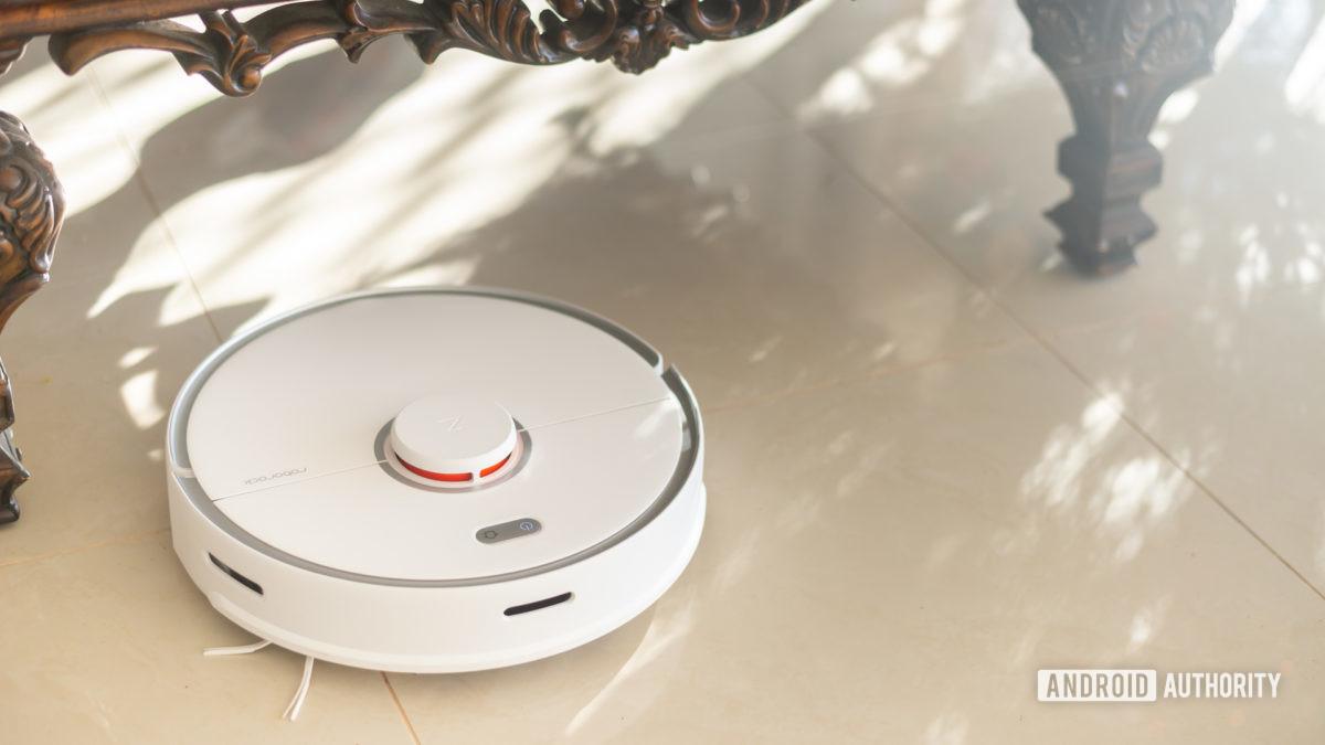 Roborock S5 Max robot vacuum cleaning floor 7